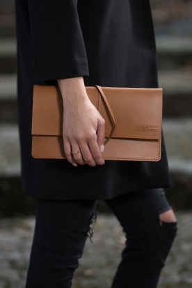 HANDMADE LEATHER COGNAC CLUTCH
