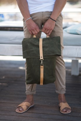 WAXED CANVAS BACKPACK DARK OLIVE
